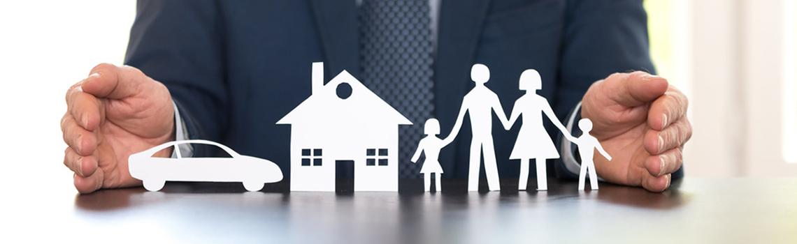 Familie, Haus, Auto, Versicherung